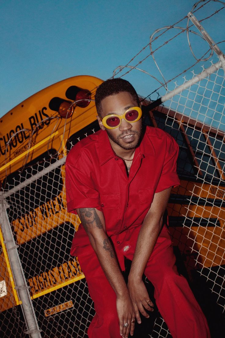 Electronic Artist Kaytranada Has an Incredible Retro Style and Sound Gucci Fashion, Retro Fashion, Style Fashion, Red Aesthetic, Aesthetic Images, Sharp Dressed Man, All About Fashion, Fashion Advice, Looking For Women