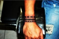 Maori Tattoo can be used perfectly as a tattoo bracelet. A Great small tattoo by tattoo artist Manos