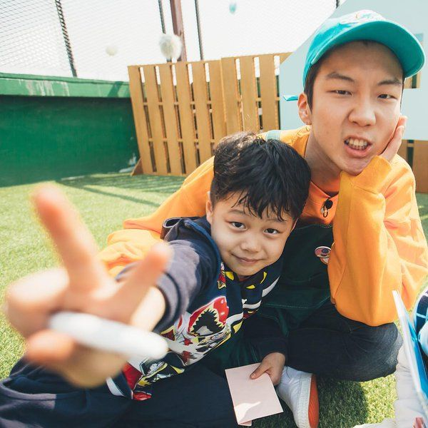 Lee Seung Hoon half moon friends
