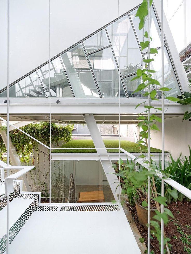 Gallery - Slanted House / Budi Pradono Architects - 8