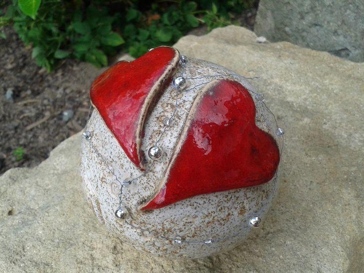 """Keramikkugel """"Herzen"""", Gartenkugel,Rosenkugel von Zwergenkönig auf DaWanda.com"""