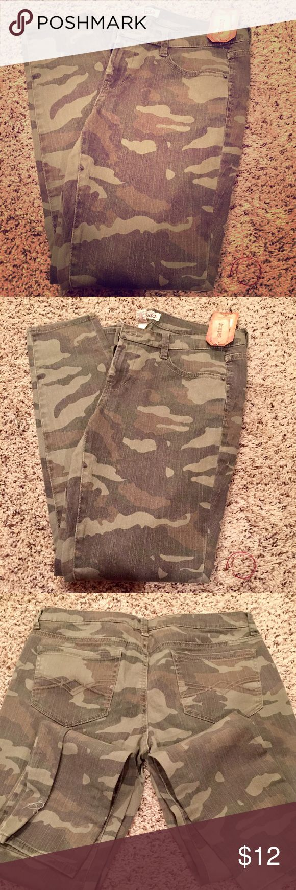 🎉🎉Camo Jeans 🎉🎉 Brand new size 13 juniors camouflage skinny jeans by MUDD. Never been worn NWT Mudd Jeans Skinny