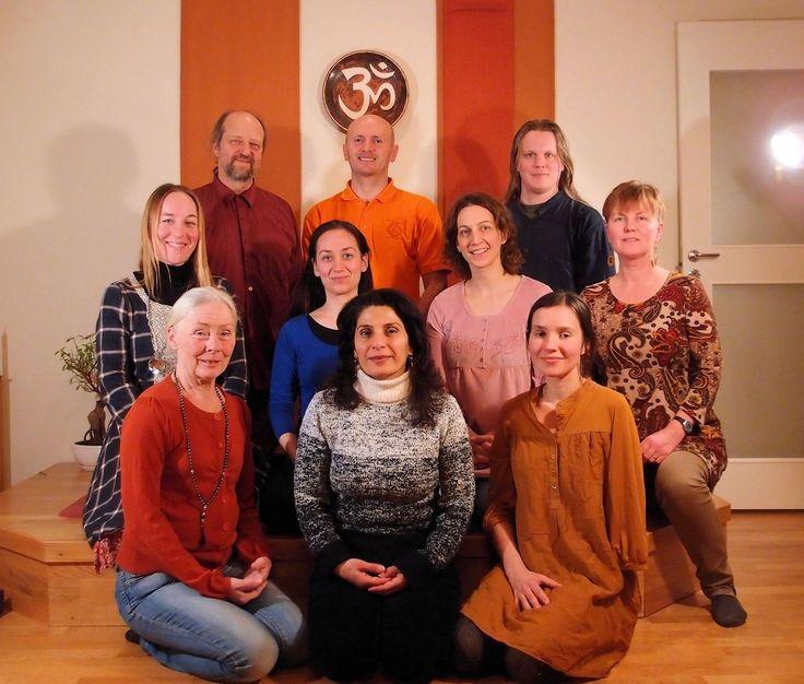 Våra yogalärare har minst 3 års utbildning.