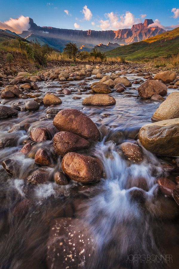 The Tugela River with the Amphitheatre in the background, Drakensberg, South Africa