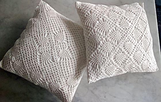 Ihan oma virkkuuneliömalli tyynynpäällisinä. My very own crochet, cushion covers.