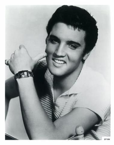 elvis-presley-photograph.jpeg (380×481)