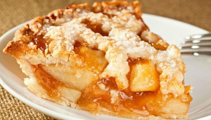 Dentre as opções de sobremesa e sabores de torta doce, aquelas que têm o recheio de maçã são clássicos na hora de servir o chá ou o lanche da tarde. De fácil preparação e doçura da fruta garantida, a receita de torta de maçã compartilhada pela Bunge Brasil leva ainda geleia de damasco para