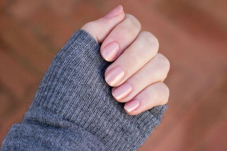 Elena Tee: Manicure del Giorno: Rosa Nude con Riflessi Dorati