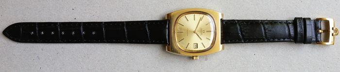 Omega Geneve datum Gold Filled 1970-1979  Een prachtige en zeer mooie klassieke 1970th van Omega Genève datum Dress horloge geldt gouden gevuld met een Omega kroon en het Omega logo op de rug zaak. De Omega heeft een gouden wijzerplaat met sommige zeer minnor patina. Een Omega leren band met Omega gesp met een totale lengte van / _21 cm met inbegrip van het goud gevuld gesp. De metingen van de zaak zijn /-36 mm diameter (niet met inbegrip van de oorspronkelijke kroon) en /-44 mm van lug te…