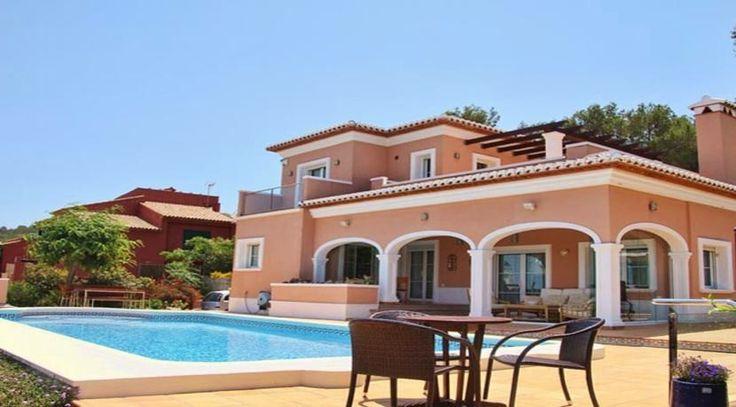 Traumhafte Villa mit fantastischem Ausblick in Javea/Spanien. Weitere einzigartige Immobilien in Spaniens besten Lagen finden Sie unter: http://www.ott-kapitalanlagen.de/immobilien-spanien.html