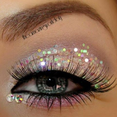 Love the glittered eyes