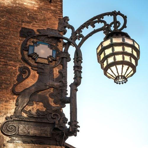 """Pratiche per Soprintendenze, Bologna = Il lampione che abbiamo restaurato,   valorizzato e reso celebre è ora fra quelli scelti dal """"corriere della sera"""" in questa speciale foto-gallery (clicca link sotto = n. 35)  http://www.corriere.it/foto-gallery/cronache/14_febbraio_10/i-50-lampioni-piu-belli-romantici-d-italia-832aa162-924a-11e3-b1fa-414d85bd308d.shtml#35"""