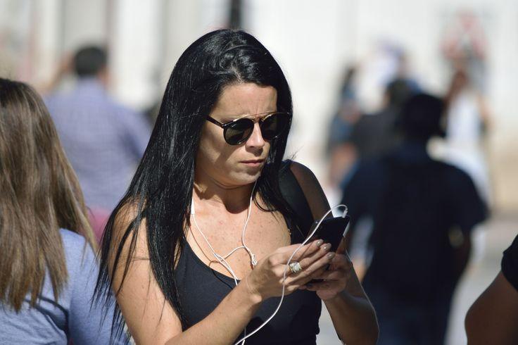 https://flic.kr/p/WaLbb8 | Antofagasta019 | Joven y su celular, Paseo peatonal, calle Manuel Antonio Matta, Antofagasta, Chile. D5300.