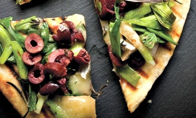 Wood-Grilled Spring Onion, Brie & Kalamata Olive Pizza: Pizza Recipe, Olives Oil, Olive Oils, Oil Curly