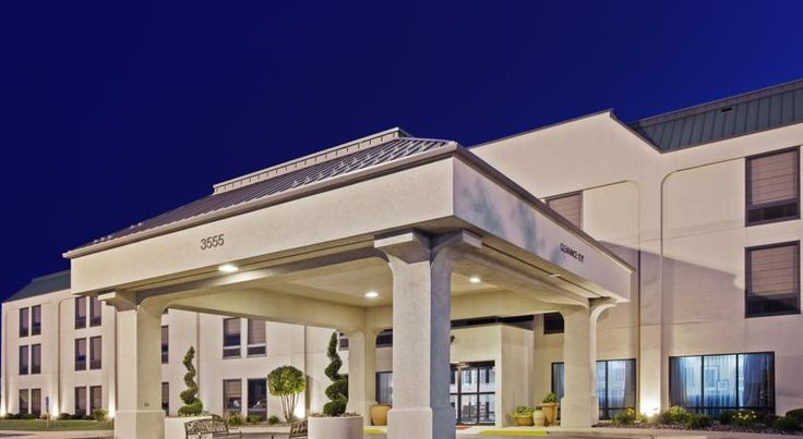 Hampton Inn Joliet/I-55 Joliet Featuring microwaves and mini-refrigerators in each guestroom and a free daily hot breakfast, this Joliet, Illinois hotel is ideally placed off motorway I-55 and is near local attractions, including casinos.