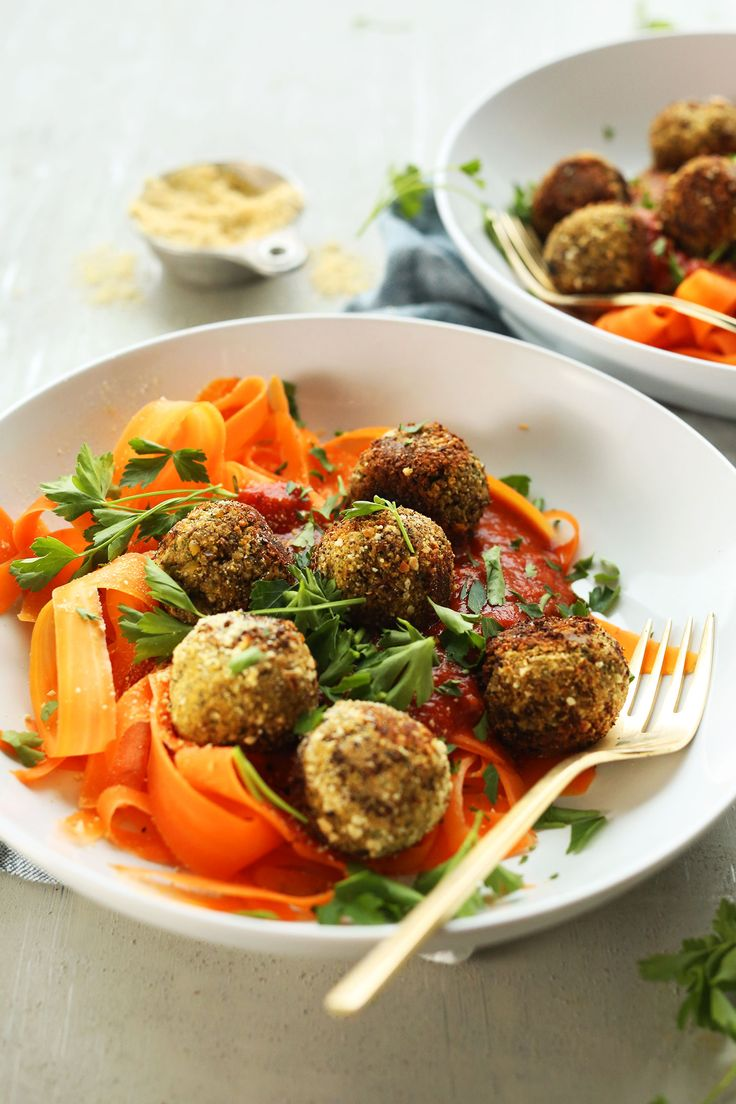 EASY Lentil meatballs! 30 minutes, 10 ingredients, flavorful and hearty! #vegan #glutenfree #healthy #dinner #recipe #plantbased
