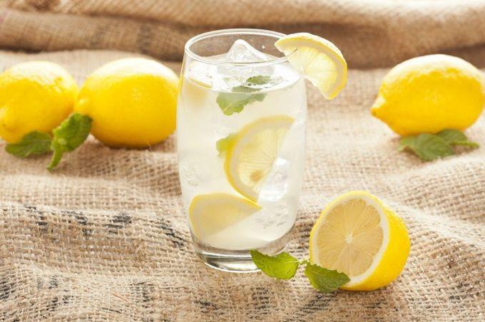 A citromos víz 12 jótékony hatása