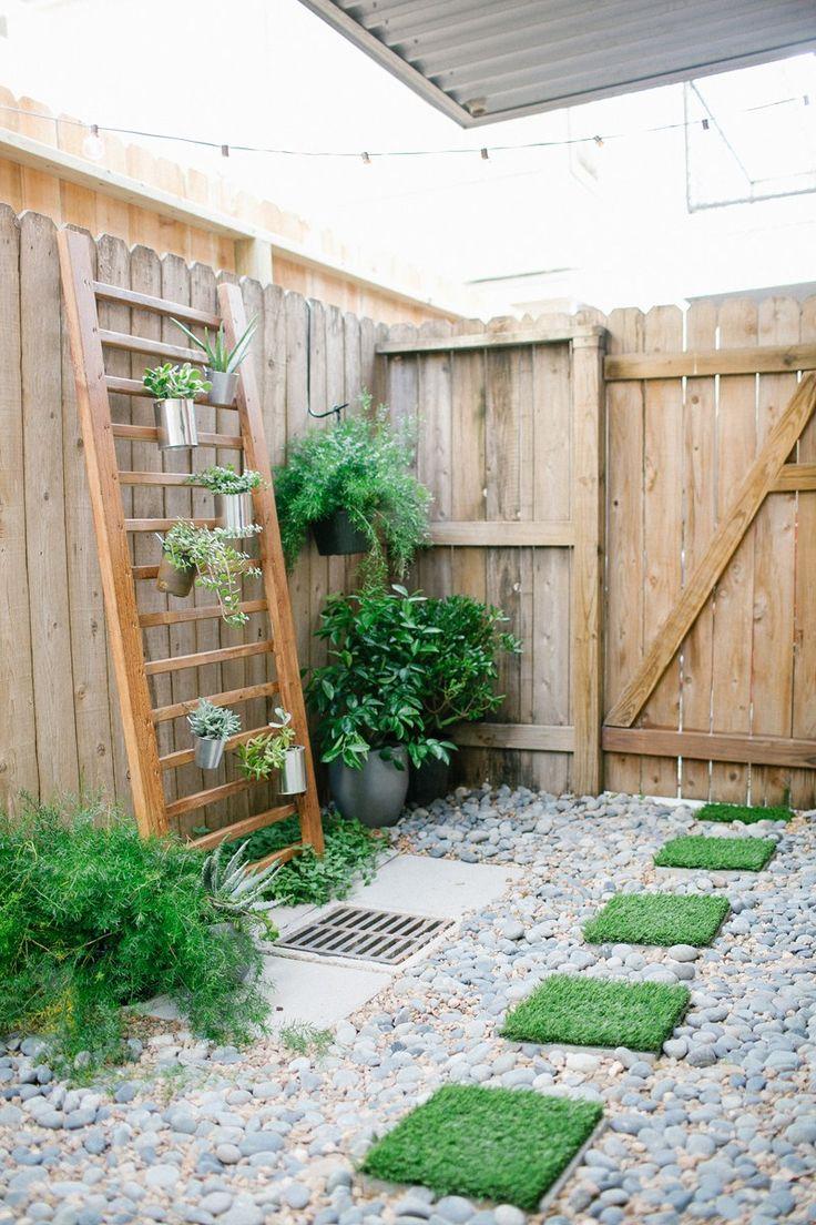 DIY faux grass stepping stones   sugarandcloth.com