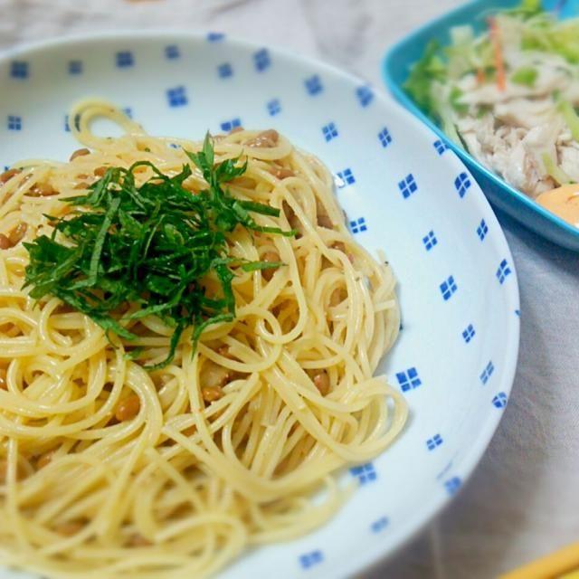 茹でて混ぜるだけの簡単パスタフム(( ˘ω ˘ *))フム - 7件のもぐもぐ - 納豆明太パスタand鶏ササミのサラダ by ANDY21