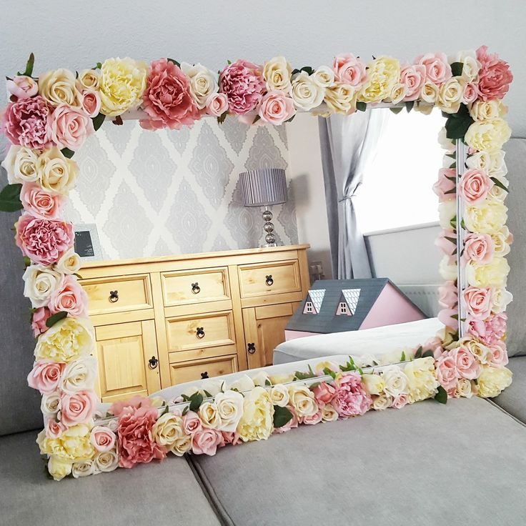 DIY Flower mirror. Glue the artificial flowers on