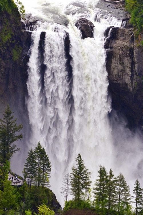 Beautiful falls , Snoqualmie, Washington