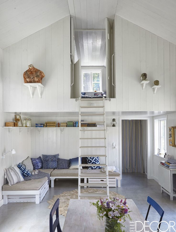 A rustic and minimalist cottage is a lesson in Scandinavian design.