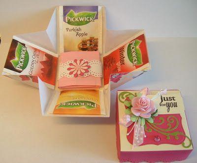 Het doosje is heel eenvoudig om te maken. Neem een scrapvel van 19,5 cm x 19,5 cm. Maak in de lengte en breedte vouwen op steeds 6,5 cm. Snij de hoeken van het vierkant af en maak nog 4 vouwen...
