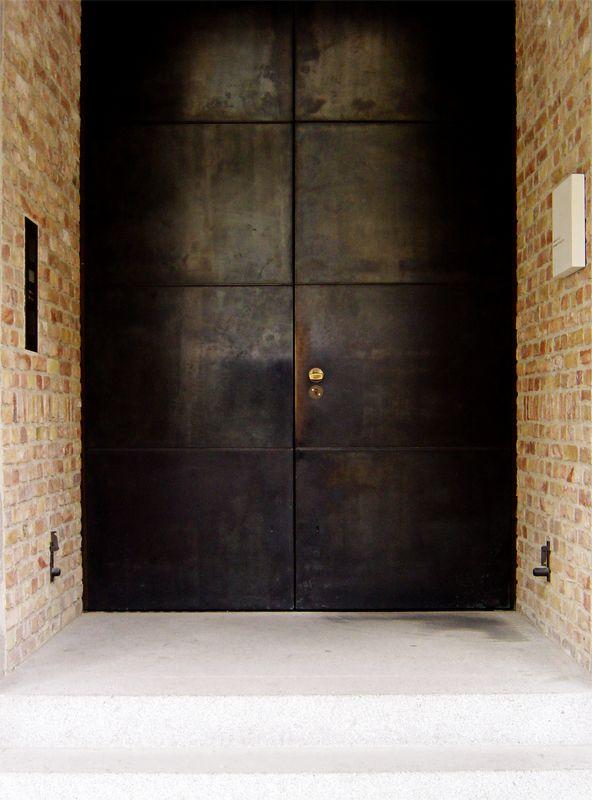 Berlin | Doorways. Bronze door, Neues Museum. Friedrich August Stüler, renovated by David Chipperfield
