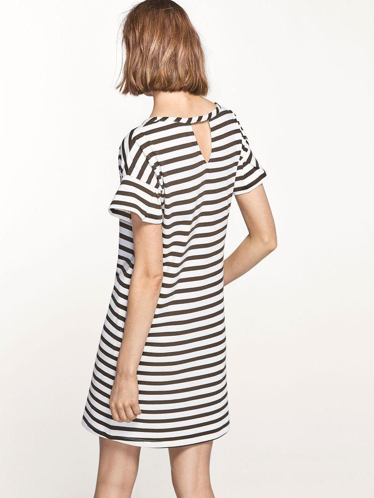 GESTREIFTES KLEID MIT VOLANT für DAMEN - Kleider auf Massimo Dutti für  Frühling Sommer 2017 für 49.95. Natürliche Eleganz!