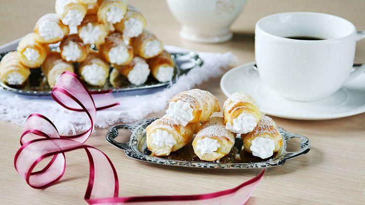 Kremrole. To je dezert, který každý zná z cukráren. Nyní si ho ale můžete připravit i doma. Stačí vám na to jen čtyři ingredience.