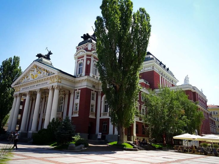 Quick-Travel-Guide-to-Visiting-Sofia---National-Theatre