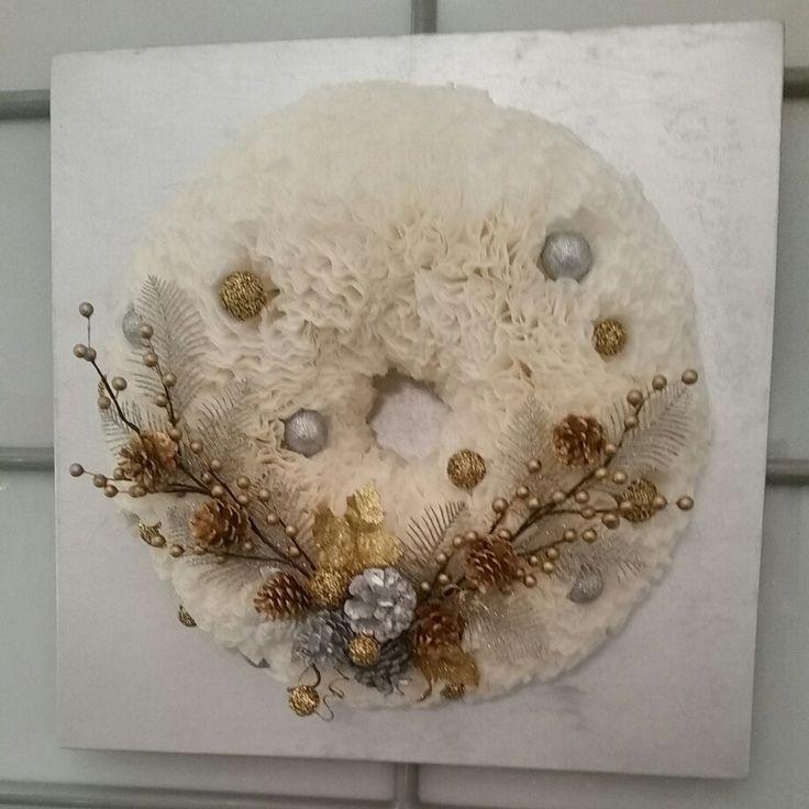 Corona hecha con papel