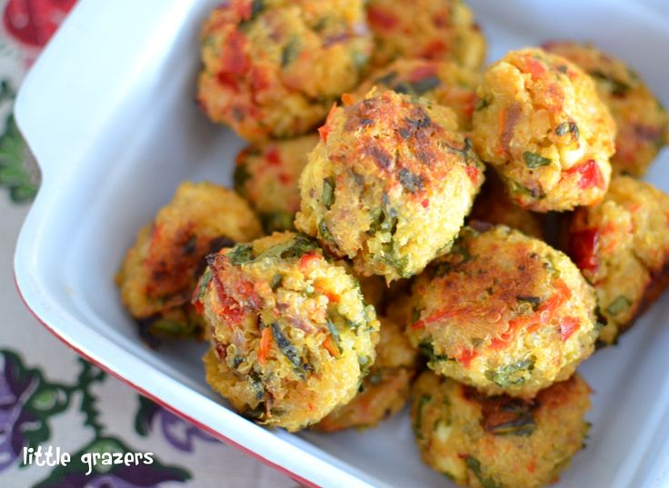 These are delicious!!! Feta, Red Bell Pepper Spinach Quinoa Balls ❄ ½c uncooked quinoa, rinsed; 2 oz feta cheese, crumbled; 1 red pepper, chopped; 1 red onion, halved sliced; 1 handful of baby spinach, chopped; 1 egg, beaten; 2 heaped TBsp cream cheese; Olive oil; black pepper