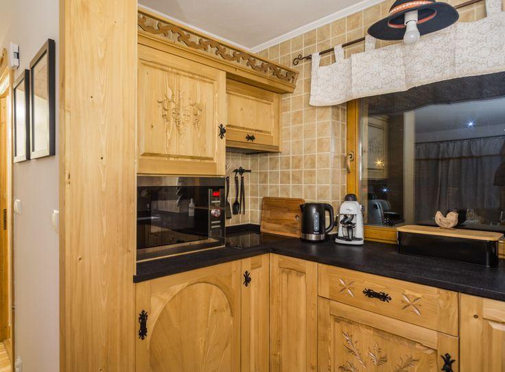 Miód #kuchnia #tradycja #region #folk #highlanders recznie rzeźbione szafki drewno natura craft góralski