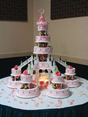 Cupcake Decorating Ideas For Church : 25+ best ideas about Fountain wedding cakes on Pinterest ...