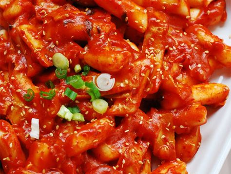 Super Spicy Tteokbokki-Tteokbokki or spicy rice cakes stew are a popular Korean street snack made from tteok, meat and seasoning. It's sweet and spicy.