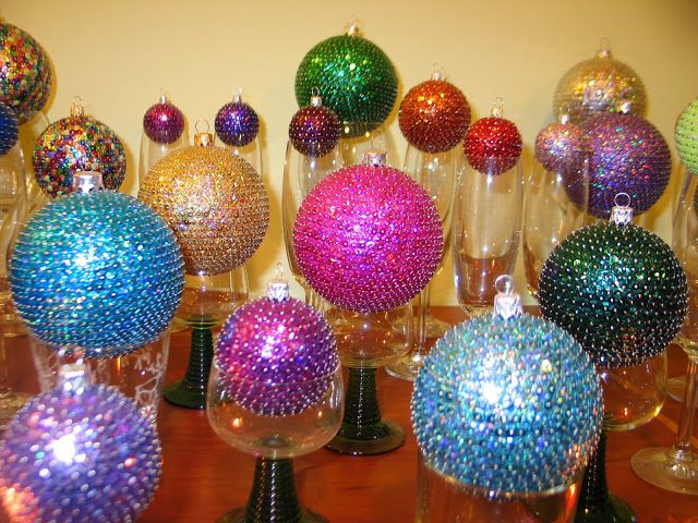 Instead of Christmas tree - glass balls in wine-glasses.