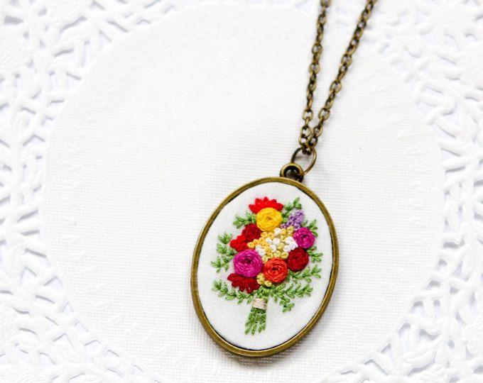 Collar  colgante Vintage de bronce  joyería bordada Floral