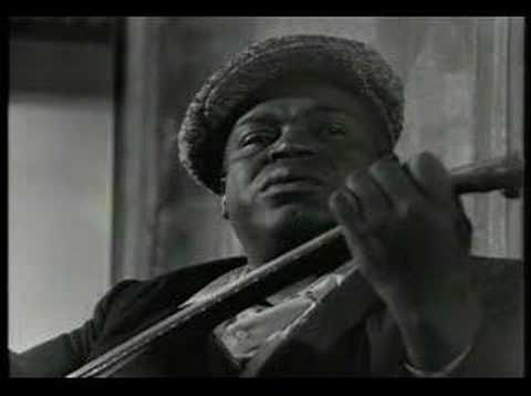 ▶ Willie Dixon - Weak Brain and a Narrow Mind - YouTube (Vicksburg, MS)