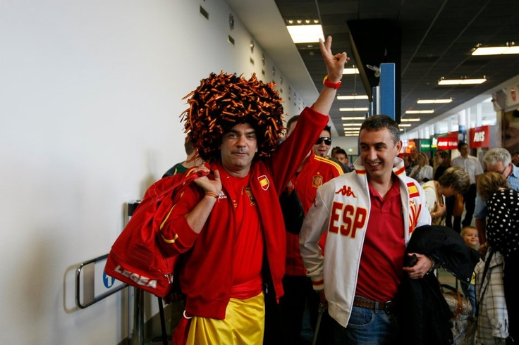 Kibice przylatujący na #Euro2012 | Arrival of #football fans during Euro 2012; photo: Jerzy Pinkas