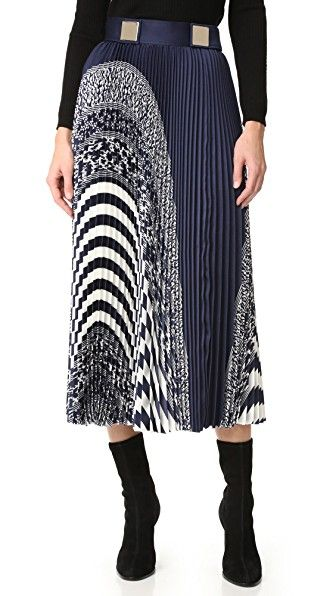 ¡Consigue este tipo de falda plisada de Carven ahora! Haz clic para ver los detalles. Envíos gratis a toda España. Carven Pleated Skirt: Solid and patterned stripes create a striking, graphic effect on this accordion-pleated Carven midi skirt. Polished metal plates accent the waistband, which is secured at the side with hook-and-eye closures and a hidden zip. Raw hem. Unlined. Fabric: Crisp weave. 100% polyester. Dry clean. Imported, Moldova. Measurements Length: 33in / 84cm Measurements…