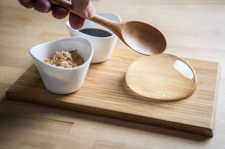 """En français, il s'appelle """"gâteau goutte de pluie"""". Tellement poétique! Il a la transparence, la forme et la texture d'une goutte d'eau. Prouesse culinaire issue du Japon, il épate les cuistots et les gourmands du monde entier."""