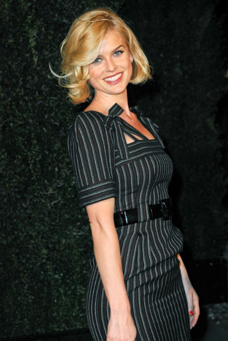 #pinstripe #waistbelt #pencil Alice eve in a form fitting pinstriped dress.