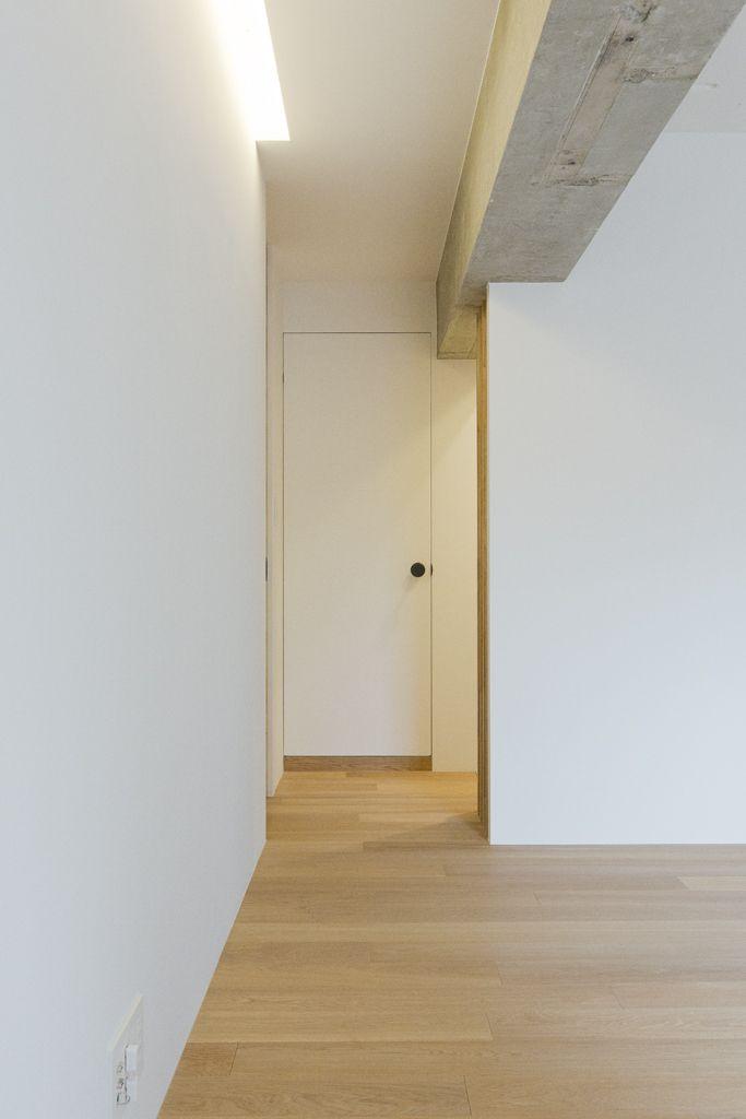 枠なしで壁に合わせて塗装をするとドアの存在感が壁にスッキリ馴染む