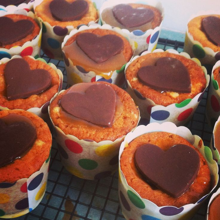 #whatsbardybeenbaking caramel cupcakes filled with gooey caramel & chocolate, topped with a chocolate fondant heart