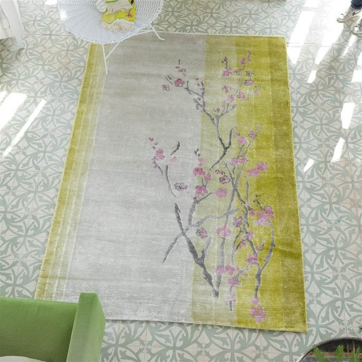 Willow Blossom Lemon Rug features a bold, neutral design with a muted graphite palette to create harmony in the home. #DesignerRugs #FloralRugs #InteriorDesign