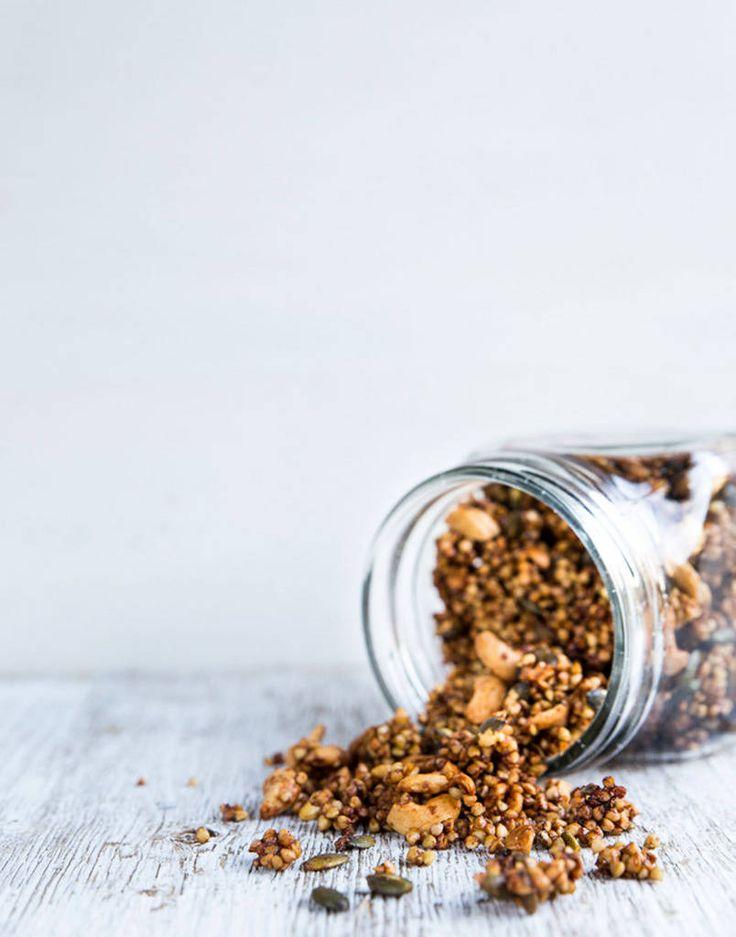 Tattarisuurimoista syntyy tavallista rapeampi, proteiinipitoinen granola.