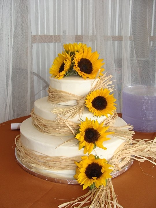 Sunflower Wedding Cake..this is cute if your going for a ...