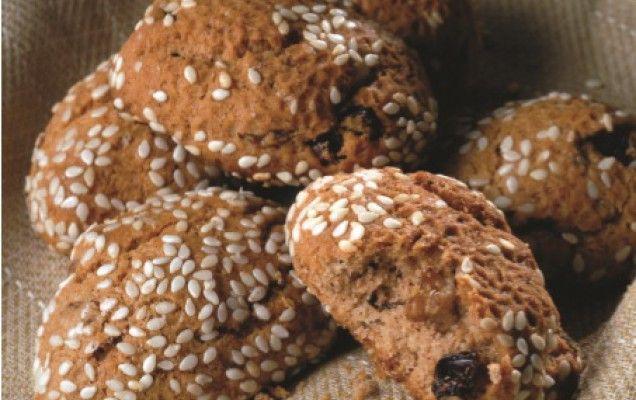 Κουλουράκια με κακάο, καρύδια και σταφίδες