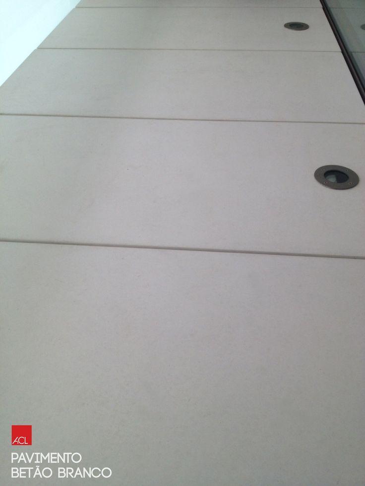 Pavimento de Betão Branco -- White Concrete Flooring   #acl #aclouro #acimenteiradolouro #cimenteira #obrarealizada #pavimentodebetão #betão #arquitectura #workdone #concreteflooring #concrete #architecture #architektur
